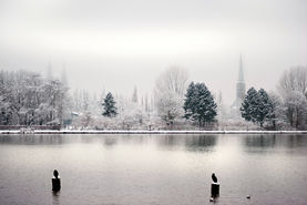 St. Marien und St. Jakobi vom Drägerpark aus gesehen an einem verschneiten Wintertag - Copyright: Christine Rudolf