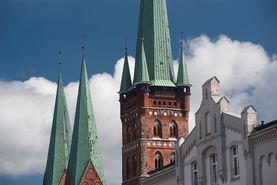 Blick von der Obertrave auf St. Petri und St. Marien - Copyright: Christine Rudolf
