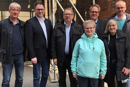 Gruppenbild Guppenbild Treffen Abgeordnete, Bürgermeister Jan Lindenau mit der Gemiende St. Marien - Copyright: Ev.-Luth. Kirchenkreis Lübeck-Lauenburg