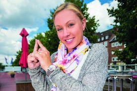 Melissa Plagmann macht das Turm-Symbol mit ihren beiden Zeigefingern - Copyright: Olaf Malzahn