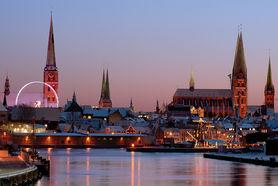 Adventliche Abendstimmung über der Stadt der sieben Türme - Copyright: Dr. Karen Meyer-Rebentisch