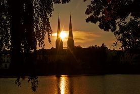 Sonnenuntergang zwischen den Türmen des Doms - Copyright: Christine Rudolf