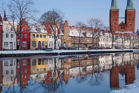 Winterlandschaft: Blick über die Häuser an der Obertrave zum Lübecker Dom - Copyright: Dr. Karen Meyer-Rebentisch