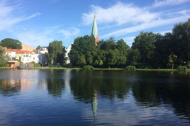 St.-Aegidien-Kirche Ansicht vom Krähenteich