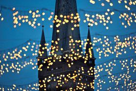 St. Petri im Lichternetz des Weihnachtsmarktes - Copyright: Christine Rudolf